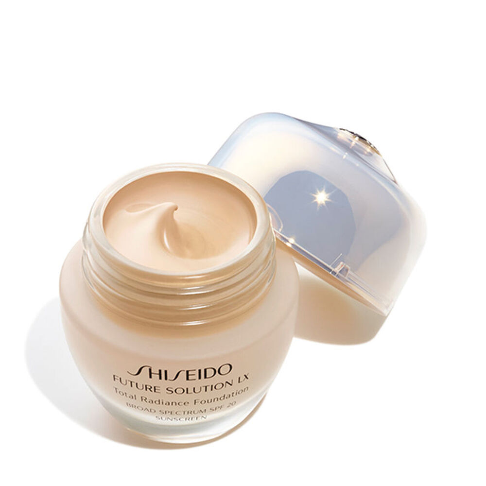 Total Radiance Foundation SPF 15, Golden 3